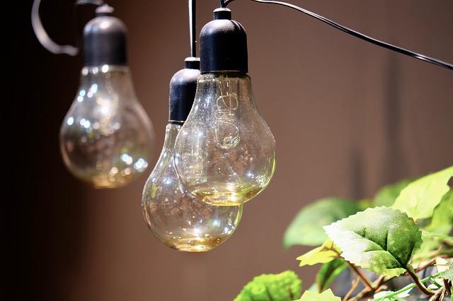 Moderní LED žárovka E27 se výrazně liší od svých předchůdců